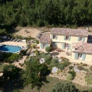 Vue aérienne de la villa.