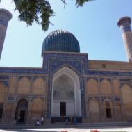 cour d'accès aux tombaux de gour emir
