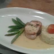 Notre entrée : Le darne de saumon sans arête, son risotto crémeux, légumes du jardin et sauce à la coriandre fraîche. Miam !