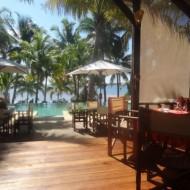 Vu de la piscine principale depuis le restaurant