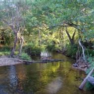 la rivière en bas du camping