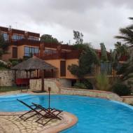 piscine devant les bungalows