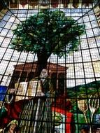 Vitrail avec arbre de Guernica