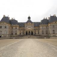 Vue du château et de son entrée