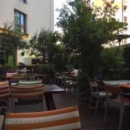 La Terrasse extérieure Idéale pour petit déjeuner le matin et/ou apéro ensoleillé en fin de journée