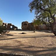 Vestiges de fortifications dans le Parc Archéologique de la Vallée des Temples à Agrigente