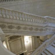 Un des escaliers monumentaux proche de l'entrée