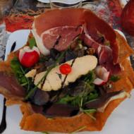 salade ariégeoise : foie gras, magrets séchés et gésiers