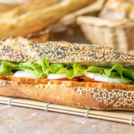 Le sandwich poulet crudités