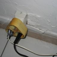 électricité très sommaire, voire même dangereuse