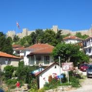 la forteresse couronne la colline d'Ohrid