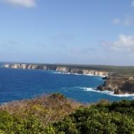 Au loin, la côte du sentier de 11 km