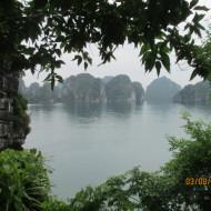 Escale sur une île de la Baie d'Halong