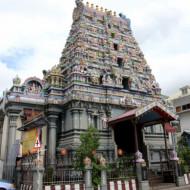 Devant le temple