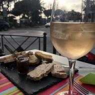 Verre de rosé et planche de foie gras