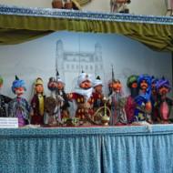 un créateur de marionnettes ouzbèkes  pas chinoises !!!!