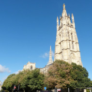 il annonce bien la cathédrale