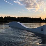 Des obstacles Rixen pour les plus aguéris en wakebaord, qui ne font pas obstacle à un cadre naturel fantastique.