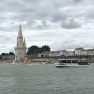 Le Bus de Mer devant la Tour de la Lanterne