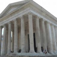 La Maison Carrée et ses magnifiques colonnes