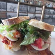 sandwich araignée de mer, oeuf, lard, moutarde et parfait équilibre des saveurs