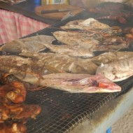 les produits de la mer grillés devant vous