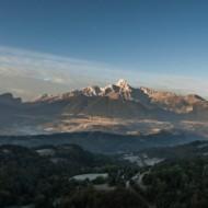 Aperçu des montagnes environnantes et du Lac du Sautet