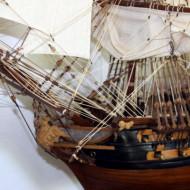 Les différents petit magasin d'artisans dont celui des  maquettes de bateaux