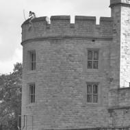 Un archer en haut de la tour.