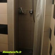 L'unique douche pour 3 dortoirs