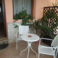 Superbe petite terrasse privative avec la chambre
