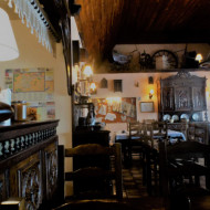 salle au décor bretonnant