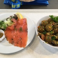 Saumon et boulettes provenant du restaurant Ikea