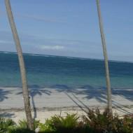 Vue sur la plage à partir d'un bungalow