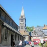 Place sainte Catherine avec l'église et son clocher