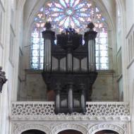 très beau jubé recyclé en tribune d'orgue